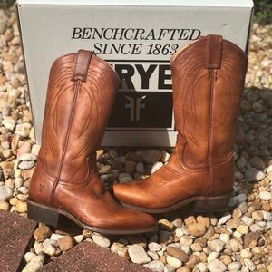 FRYE billy pull- on boots 💕